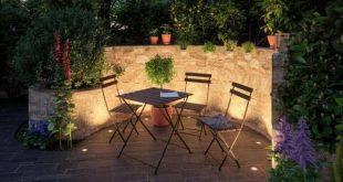 Hier lässt es sich aushalten Die Sitzecke im Garten ist wunderschön beleuchte...